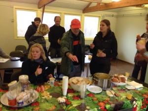 Lekker lunchen met zn allen tijdens de Tuindag hoort er ook bij!